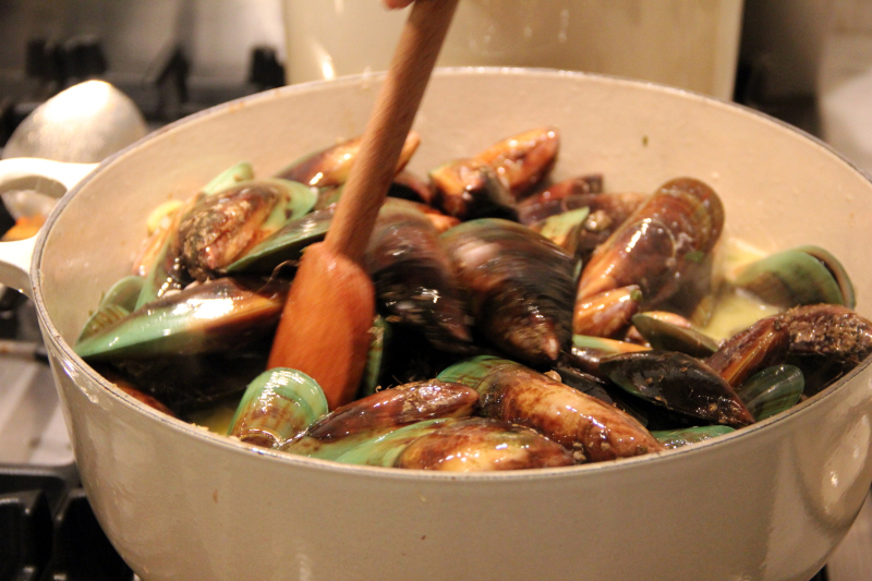 Dinner with mussels & friends